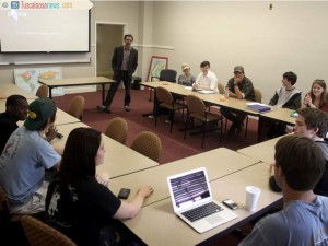 "Christopher Lynn, an anthropology professor at the University of Alabama, speaks to his ""Evolution for Everyone"" class on Thursday. The course is an introduction to evolution and part of the University's new evolutionary studies minor. Source: Marian R. Walding, The Tuscaloosa News."